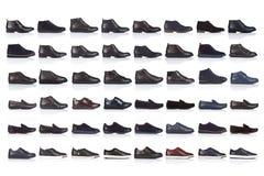 Mannen skor samlingen på en vit bakgrund, med en skugga på en glansig yttersida Bekläda beskådar 48 stycken Arkivbild