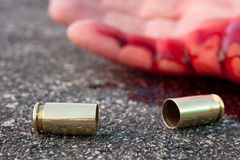 Mannen sköt i gata Arkivbilder