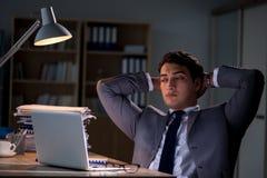 Mannen som blir i kontoret för lång tid Royaltyfri Foto