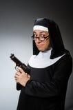 Mannen som kläs som nunna royaltyfri bild
