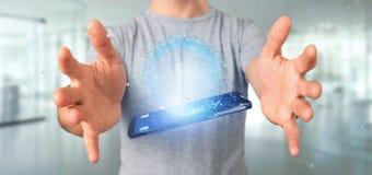 Mannen som rymmer data för tolkning 3d, jordar en kontakt jordklotet på en smartphone Royaltyfri Bild