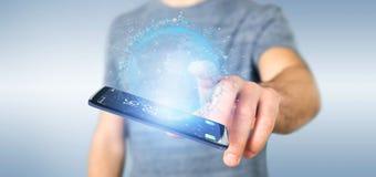 Mannen som rymmer data för tolkning 3d, jordar en kontakt jordklotet på en smartphone Arkivbilder