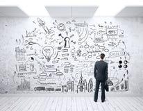 Mannen som ser affär, skissar Arkivbilder