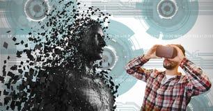 Mannen som ser 3d, spridde det mänskliga diagramet på VR-exponeringsglas Arkivfoto