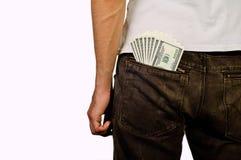 Mannen står med pengarna i bakfickan Royaltyfria Bilder
