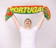 Mannen stöttar det Portugal laget Royaltyfria Bilder