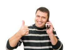 Mannen talar vid mobiltelefonen Royaltyfria Foton
