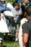 Mannen tar delen i dag för Atlanta internationell kuddekamp Arkivfoton
