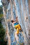 Mannen vaggar klättraren Royaltyfria Foton