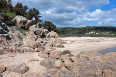 MANNENA zatoka, SARDINIA/ITALY - MAJ 21: Mannena zatoka w Sardinia o Zdjęcia Stock