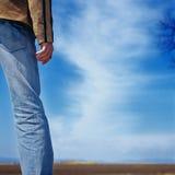 Mannentscheidungscowboy-Himmelwartezeit lizenzfreie stockfotografie