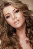 Mannequin aristocratique avec les cheveux parfaits sains Photographie stock