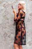 Mannequin assez blond sexy de lingere Photographie stock libre de droits