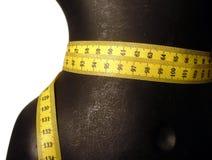 Mannequin avec la bande de mesure photographie stock libre de droits