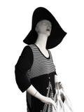 Mannequin avec le grand chapeau et la robe noire et blanche Image stock
