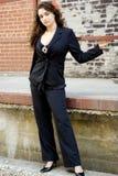 Mannequin de brune dans des vêtements professionnels semi occasionnels Image libre de droits