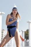 Mannequin demonstrituet zwempak en het zwemmen GLB stock foto