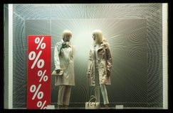 Mannequin deux dans des manteaux Images libres de droits