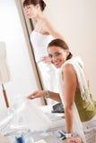 Mannequin die witte kleding door ontwerper past royalty-vrije stock foto
