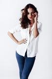 Mannequin in een blouse en jeans blootvoets Royalty-vrije Stock Foto's