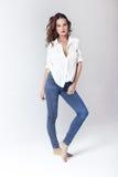 Mannequin in een blouse en jeans blootvoets Royalty-vrije Stock Foto