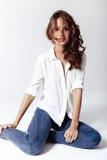 Mannequin in een blouse en jeans blootvoets Stock Afbeelding
