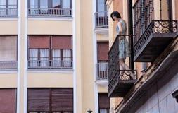 Mannequin in einem Balkon Lizenzfreie Stockfotos