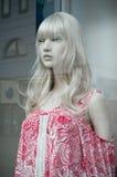 Mannequin in einem Frauenmode-Einkaufsspeicher Stockfotografie