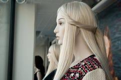 Mannequin in einem Modespeicher Stockfotografie