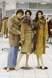 Mannequin en revue en vente du vêtement de l'hiver Photo libre de droits