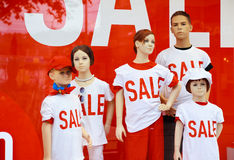 Mannequin Family In A Shop Window Royalty Free Stock Photography