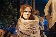 Mannequin femelle dans un stock de mode de TSUM à Moscou image stock