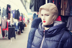 Mannequin femelle sur le marché Image libre de droits