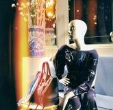 Mannequin kobieta w pięknym zmroku - błękitna toga obraz stock