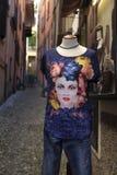 Mannequin na zewnątrz turystycznego ` s chmielu w Varenna, Jeziorny Como obrazy stock