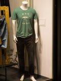 Mannequin nella finestra del negozio Immagini Stock Libere da Diritti