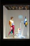 Mannequin nella vetrina di modo Immagine Stock