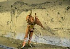 Mannequin w pomarańcze mundurze z flaga w tunelu na drodze od Naples Sorrento Obraz Royalty Free