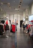 Mannequin w sklepie reklamuje odzieżowego fotografia royalty free