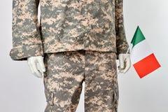 Mannequin w wojskowym uniformu z włoch flaga obraz royalty free