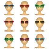 Mannequinkahlköpfe mit Modesonnenbrille Vector Illustration von Brillen lokalisierten Gegenständen auf weißem Hintergrund Lizenzfreie Stockfotografie