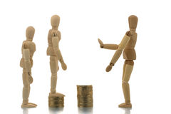 Mannequins allant vers le haut piles de pièce de monnaie Images stock