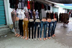 Mannequins dans un magasin d'habillement Photos libres de droits