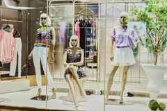 Mannequins in fashion shop window Royalty Free Stock Image