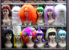 Mannequins in the shop window Royalty Free Stock Photos
