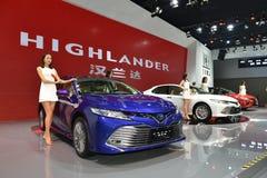 Mannequins sur la nouvelle CAMRY voiture de salle de Toyota photos libres de droits