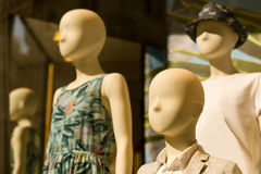 Mannequins in th storefront Royalty Free Stock Images