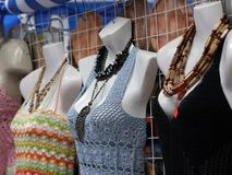 Mannequins vestidos na loja fotografia de stock royalty free