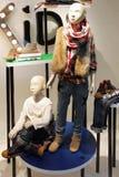 Mannequins w dzieciaka sklepie odzieżowym obraz royalty free