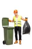 Mannesüberschüssiger Kollektor, der Abfall aufhebt Stockfotografie